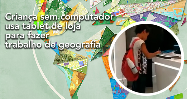Criança sem computador usa tablet de loja para fazer trabalho de geografia